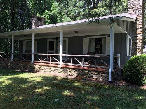 Cherry Cabin Rental - Lake Logan