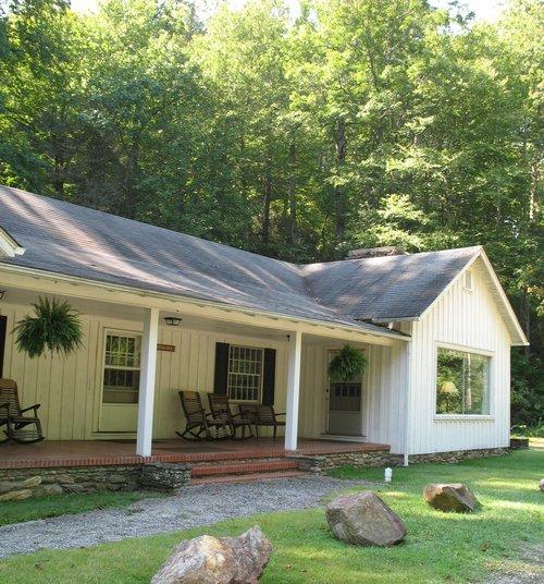 Hemlock Cabin Rental - Lake Logan